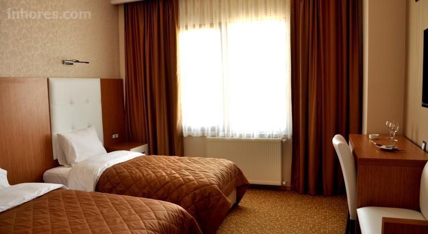 Amazon Aretias Hotel
