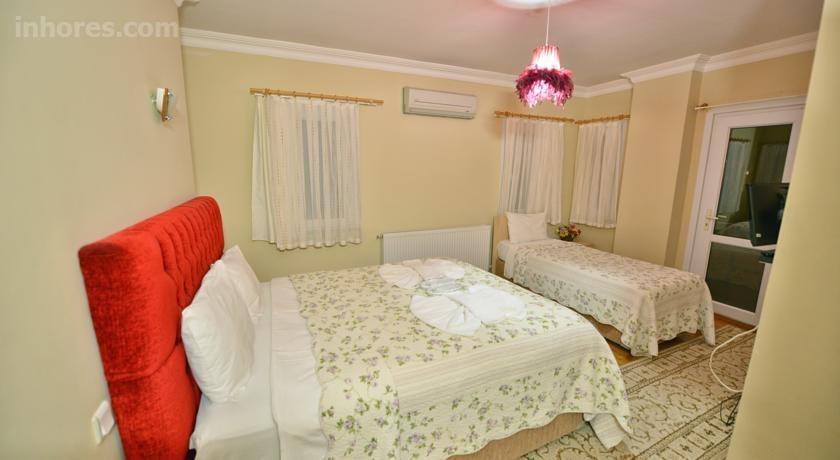 Assortie La Villa Hotel