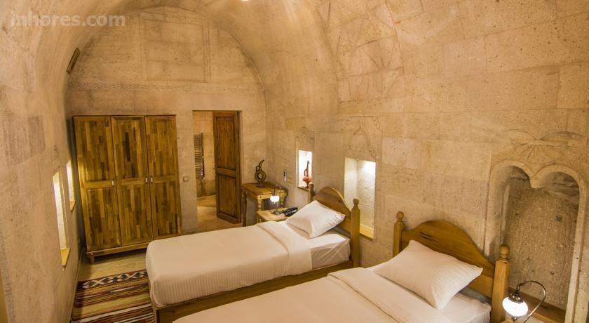 Caldera Cave Hotel