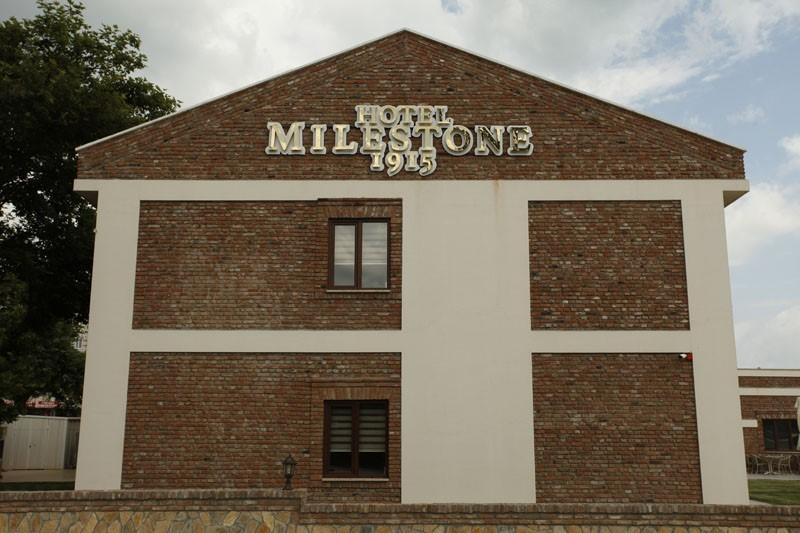Hotel Milestone 1915