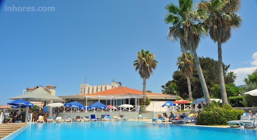 La Hotel & Resort