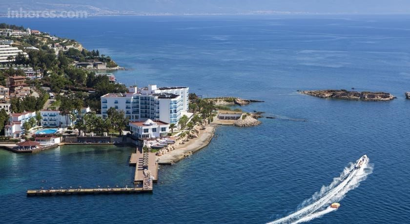 Le Bleu Hotel & Resort