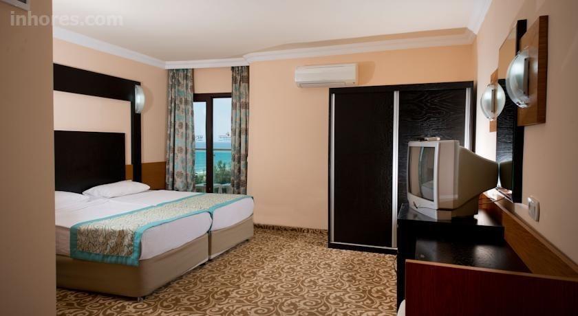 Mc Mahberi Beach Hotel