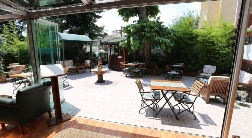 Rose Garden Suites