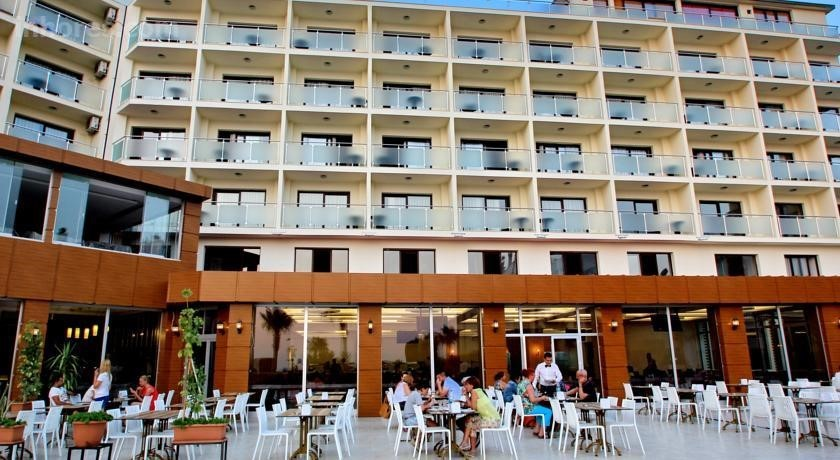 Royal Palace Kuşadası Hotel