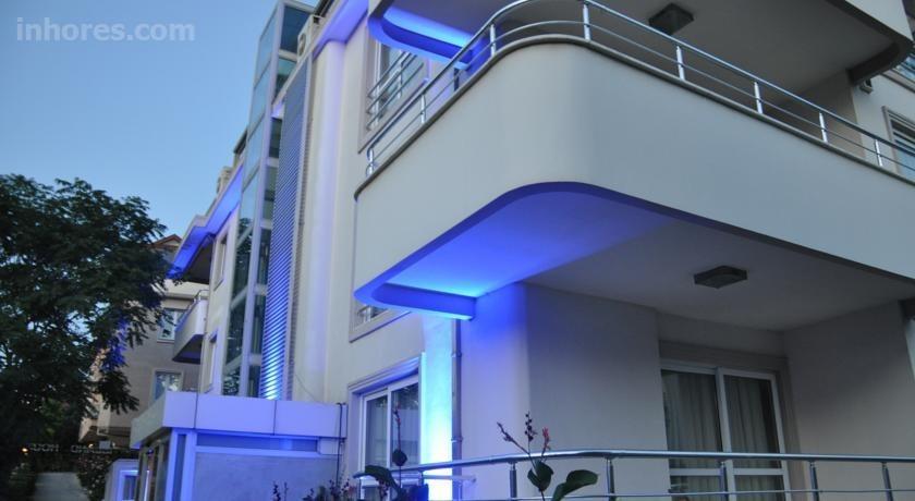The Island House Hotel