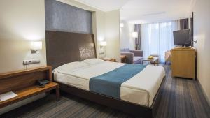 Housez Suites&Apartments