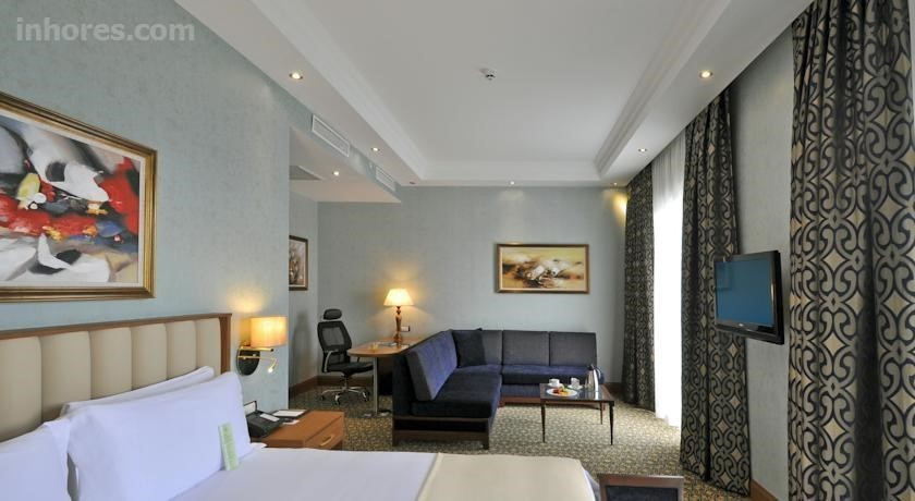 Wellborn Luxury Hotel